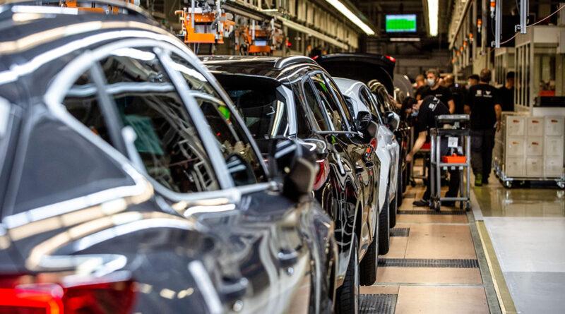 Intel planea comenzar a fabricar semiconductores (chips) para vehículos